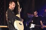 Kenan Doğulu gitar şov yaptı