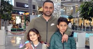 Hasan Şaş çocuklarını hediyeye boğdu
