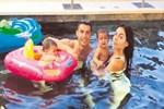 Cristiano Ronaldo'nun havuz keyfi!