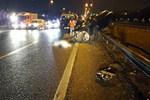 Kontrolden çıkan otomobil hafriyat kamyonuna çarptı!