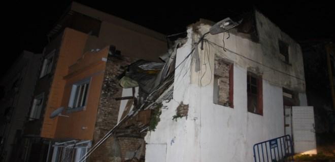 Şişli'de iki katlı ev çöktü!