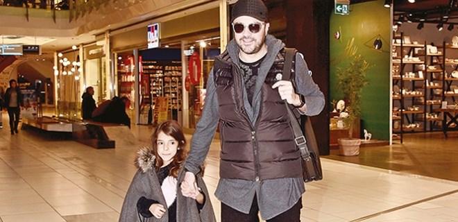 Burak Kut kızıyla alışverişte
