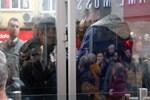 Tramvaydaki taciz iddiası sonrası linç girişimi!