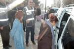 İzinli polis, kadın hırsızlık çetesini yakalattı!