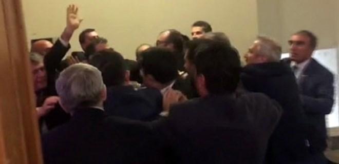 MHP'liler Meclis kulisinde sıkıştırdı, büyük kavga çıktı!