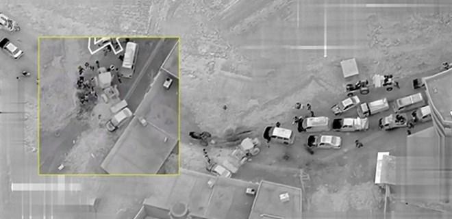 Afrin'de teröristlerin barikatını siviller yıktı