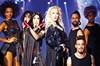 Bostancı Gösteri Merkezi'ndeki konseriyle görsel bir şov sunan Aylin Coşkun, Hande Yener'le düet...