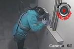 Pizzaya tüküren kurye güvenlik kamerasına yakalandı!