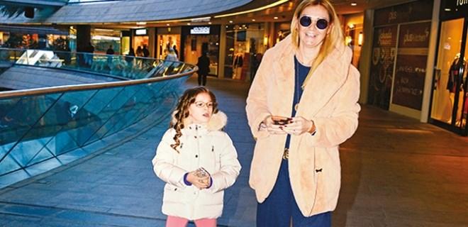 Pınar Altuğ izin gününü kızına ayırdı