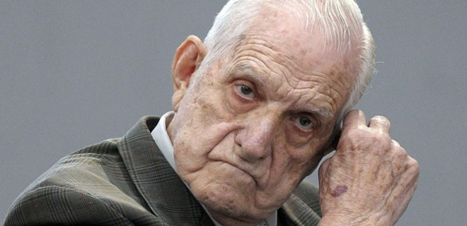 Arjantin'in son diktatörü öldü!