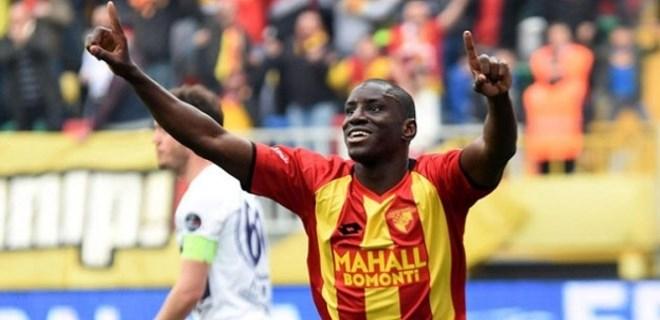 Demba Ba, Beşiktaş'a 2 yıllık imzayı atacak!