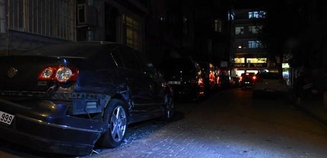Fatih'te ara sokağa giren TIR dehşet saçtı!