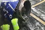 Uçağın motorundaki parça kopup camı parçaladı!
