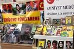 HDP ilçe binasından teröristlerin afişleri çıktı!