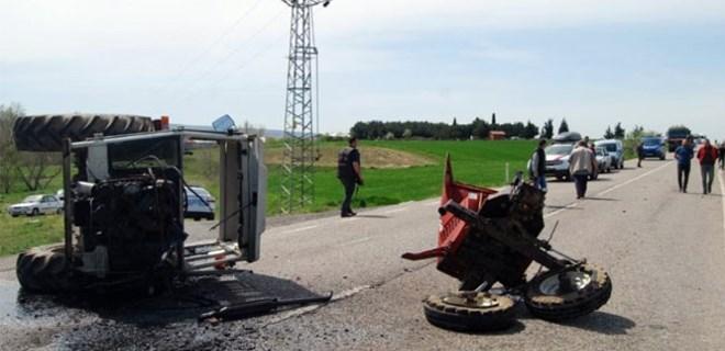 Minibüsle çarpışan traktör ikiye bölündü!