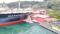 Dev geminin yalıya çarpma anı!