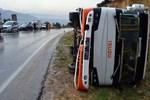 Adana'da öğrenci servisi devrildi!