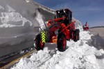 Baharda 4 metre karla mücadele!