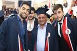 60 yaşından sonra üniversiteye başlayıp mezun oldu