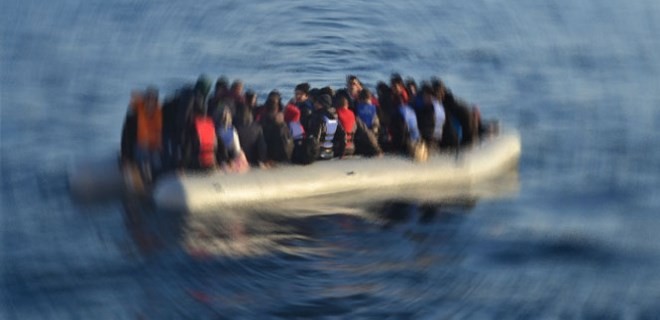 Çanakkale'de göçmenleri taşıyan tekne battı