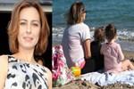 Ayça Bingöl ikiz kızlarıyla tatilde