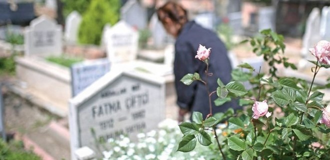 Mezarlıkta ağlayan kız hastaneye yatırıldı