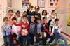 Şarkıcı Soner Arıca, aile katılım günü etkinlikleri kapsamında bir anaokulunda radyocu Pınar İnanç...