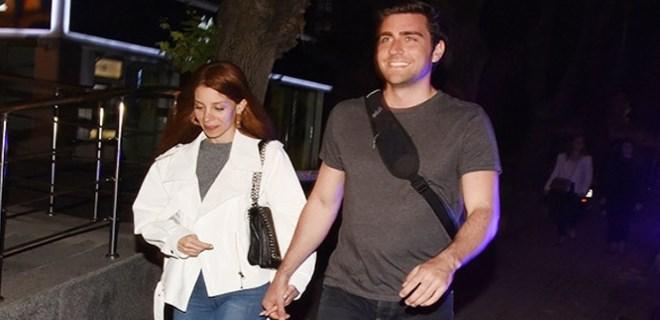 Çağlar Ertuğrul, Kayla Manukyan ile el ele görüntülendi