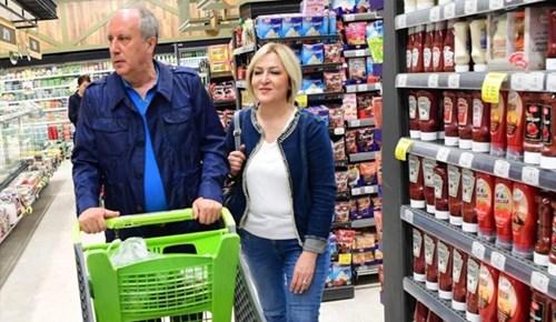 İnce çifti market alışverişinde