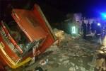 Manisa'da TIR, kamyona arkadan çarptı!