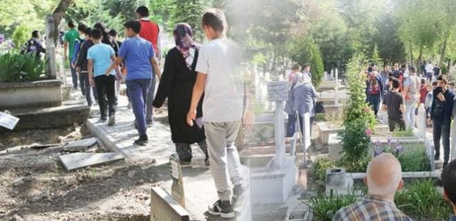 Vatandaşlar Çorum'daki mezarlığa akın etti