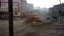 Ankara'da sel, onlarca aracı sürükledi