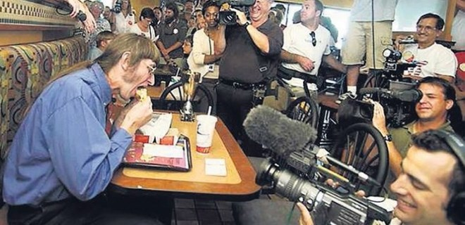 30 bininci hamburgerini yedi!