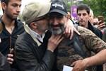 Ermenistan'da muhalif lider başbakan seçildi!