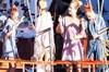 Burçin Terzioğlu, arkadaşlarıyla mavi tura çıktı. Kiraladığı tekneyle Marmaris'e giden güzel...
