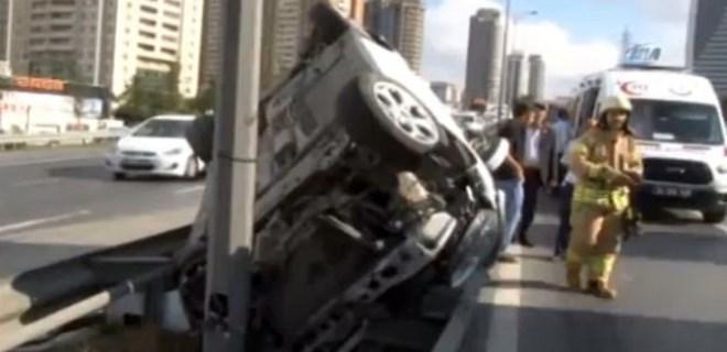 TEM bağlantı yolunda trafiği kilitleyen kaza