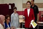 Cumhurbaşkanı adayı Meral Akşener, oyunu Beylerbeyi'nde kullandı