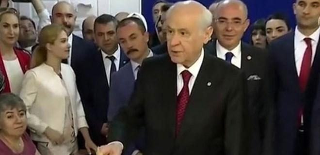 MHP Genel Başkanı Devlet Bahçeli oyunu kullandı
