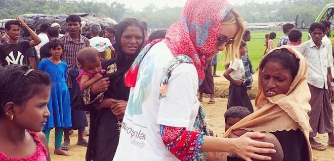 Gamze Özçelik'ten Afrikalı çocuklara bayramlık