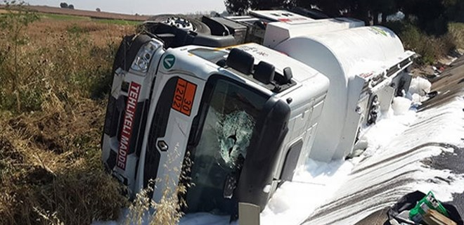 Yolcu otobüsü ile yakıt tankeri çarpıştı