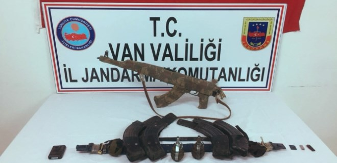 Van'da teröristlere ait silah ve mühimmat ele geçirildi