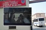 'Kedicikler' cezaevine el sallayarak girdi