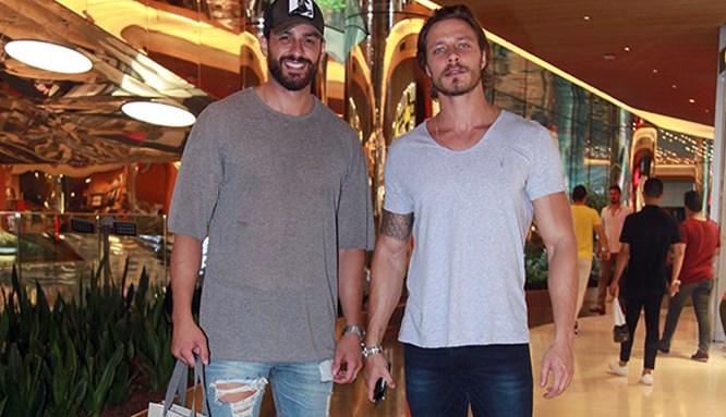 İki yakışıklının AVM buluşması