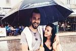 Engin Altan ve Neslişah'tan yağmur altında kutlama