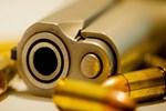11 yaşındaki çocuk televizyon izlerken başından vuruldu
