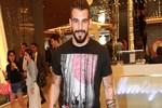 Alvaro Negredo'nun tek başına alışveriş turu