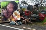 Kaza geçiren hamile kadının karnından bebeği fırladı!