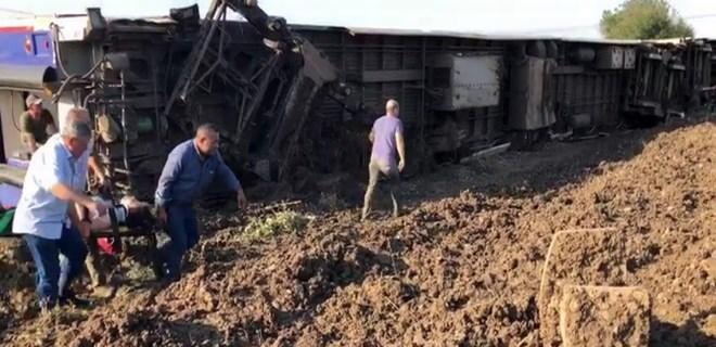 Tekirdağ'da yolcu treni devrildi