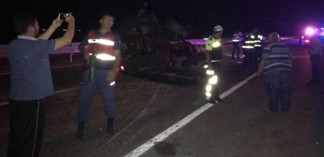 Afyonkarahisar'da yolcu otobüsü ve traktör çarpıştı!
