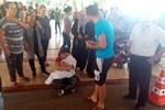 Bebeğinin cenazesiyle dakikalarca dolaştı